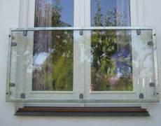Ограждение окна из стекла